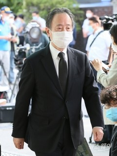 故 박원순시장 빈소 조문 나선 도미타 고지 일본대사