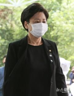 故 박원순 서울시장 빈소로 들어가는 남인순 의원