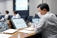 """신동빈 """"내년까지 '위드 코로나'…기존 경쟁력 재확인 해야"""""""