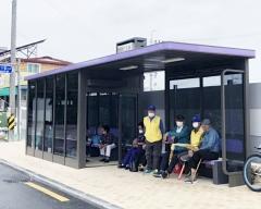 정읍시,  '무더위 쉼터·미세먼지 차단'…'스마트 승강장' 설치 호응