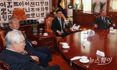 국회의장실에 모인 전직 국회의장들