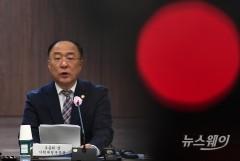 """홍남기 """"경제회복 우선…기본소득은 장기적 검토 과제"""""""