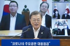 """문 대통령 """"우리국민 생명·안전 보호해야""""…재외동포와 첫 화상 간담회"""