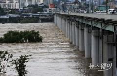 태풍 '장미' 북상…전국 흐리고 강한 비