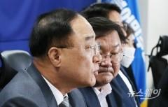 """홍남기 부총리 """"예상보다 많은 주택공급…연간 4만5,000호 전망"""""""