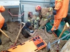 용인 골프장 산사태로 장비실 매몰…2명 구조 중