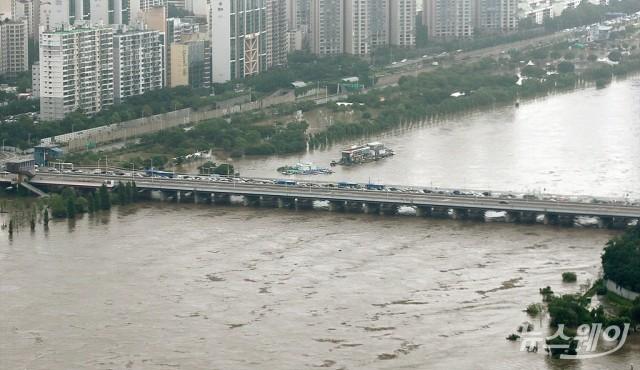 서울 등 전국 대부분 비…강수량 최대 300㎜