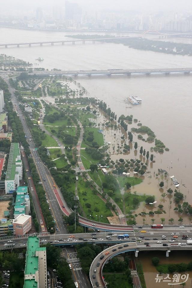 흙탕물 잠긴 한강공원