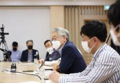 """이재명 """"홍 부총리, 민주당 가치 벗어나려해"""" 비판"""
