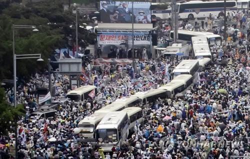 일부 보수단체, 개천절 연휴 광화문 집회 철회…카퍼레이드 방식 고집