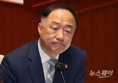 """홍남기 """"2025년까지 전통시장 500곳에 온라인 배달체계"""""""