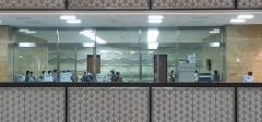 거리두기 안 되는 국회…보좌진 재택 않고 공무원들 대기 여전