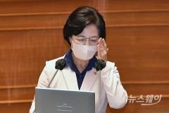 """추미애, 대정부질문서 아들 의혹에 """"전화시키지 않아"""""""