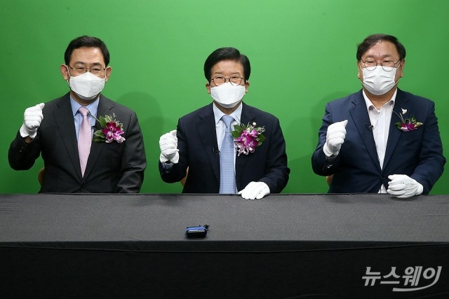 [NW포토]국회 '열린 스튜디오'둘러보는 박병석 국회의장과 여야 원내대표