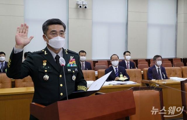 [NW포토]증인선서하는 서욱 국방부장관 후보자