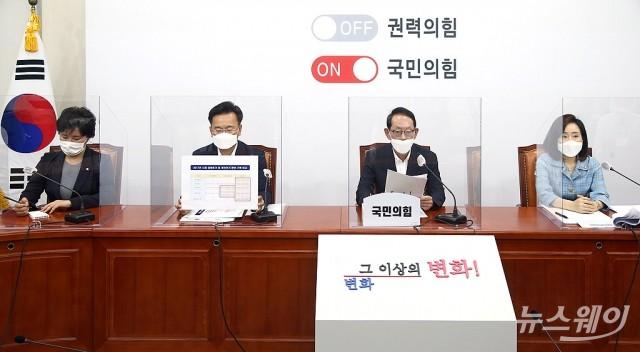[NW포토]국민의힘, 추미애 장관 아들 軍 휴가 관련 기자회견