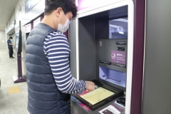 SR, 철도역사 최초 비접촉 터치스크린 시범 운영...바이러스 전염 차단