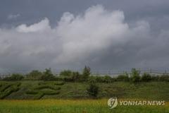 구름 낀 추석 연휴 셋째 날…일부 지역 빗방울