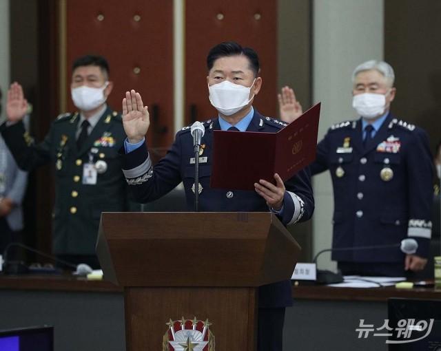 [NW포토]국감 증인선서하는 합동참모본부