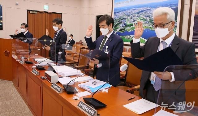 [NW포토]선서하는 변창흠 한국토지주택공사 사장을 비롯한 기관장들