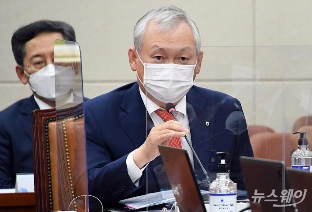 [NW포토]국정감사 증인출석한 정영채 NH투자증권 대표
