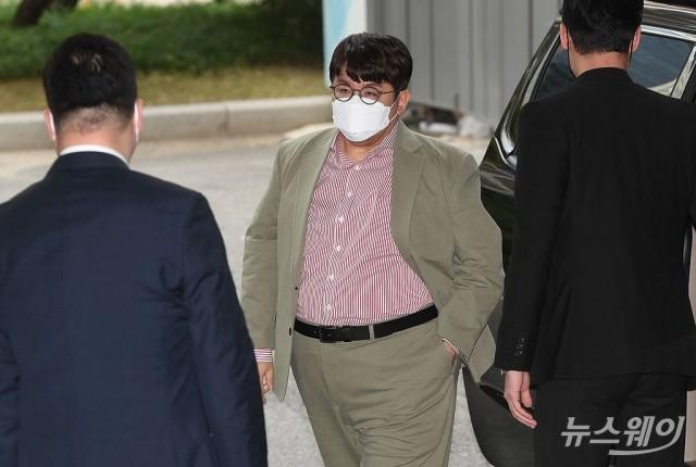 [NW포토]빅히트 엔터테인먼트 상장 기념식에 참석하는 방시혁 의장