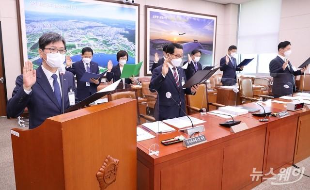 [NW포토]손병석 한국철도공사 사장, 국감 출석해 선서