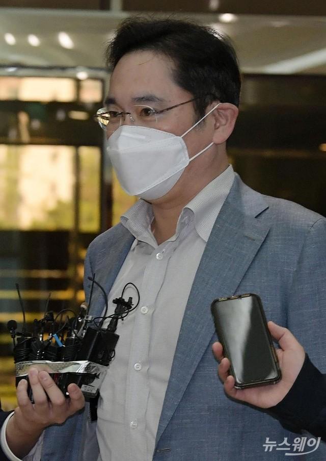 [NW포토]베트남 출장 떠나는 이재용 삼성전자 부회장