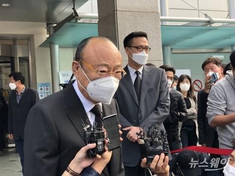 """이건희 조문한 김승연 """"가장 슬픈날…친형님 같이 모셨다"""""""