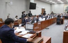 """野 박원순 성추행 의혹 언급…與 """"도가 지나쳐"""""""