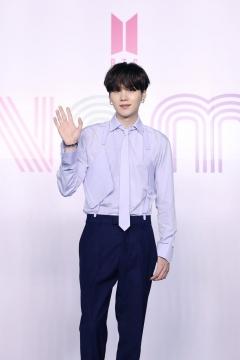 방탄소년단(BTS) 슈가, 어깨 수술로 당분간 공식 활동 중단