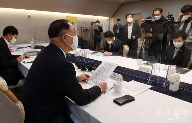 [NW포토]부동산시장 점검 관계장관회의서 발언하는 홍남기 경제부총리