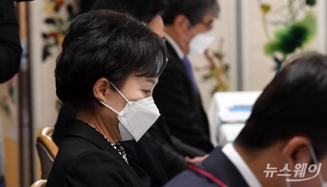 [NW포토]부동산시장 점검 관계장관회의 참석한 김현미 장관