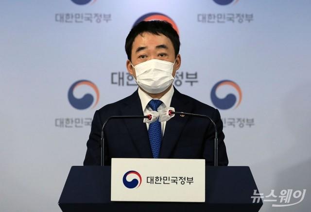 [NW포토]김학진 서울 행정2부시장, '서민·중산층 주거안정 지원방안' 관련 추가설명