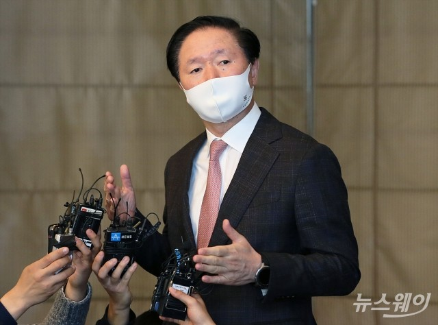 아시아나 합병 질문에 적극적으로 답하는 우기홍 대한항공 사장