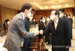 """정총리 """"신규확진자 3일째 500명대…안심할 수 없는 상황"""""""