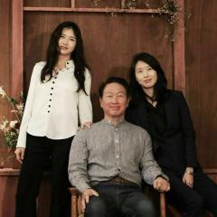 최태원 SK그룹 회장, 두 딸과 군산 창업지원센터 동행했다