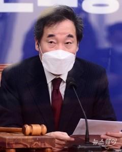 """이낙연 """"의료진·병원 시설 한계…조치 강구하겠다"""""""