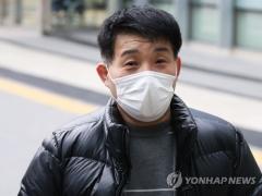 '이춘재 누명' 20년 옥살이한 윤성여씨, 재심서 무죄
