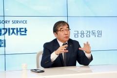 """윤석헌 """"라임관련 금융지주도 제재 대상인지 검토"""""""