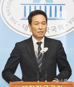 """우상호 """"노태우 역사적 평가 냉정한 것이 좋아"""""""