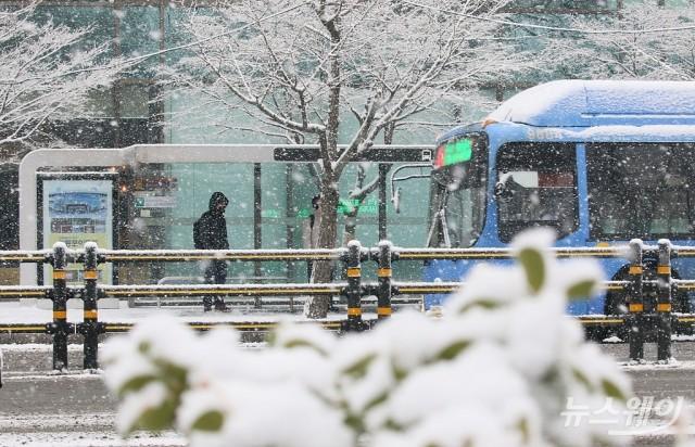 [NW포토]서울날씨, 일기예보와 다른 '폭설'