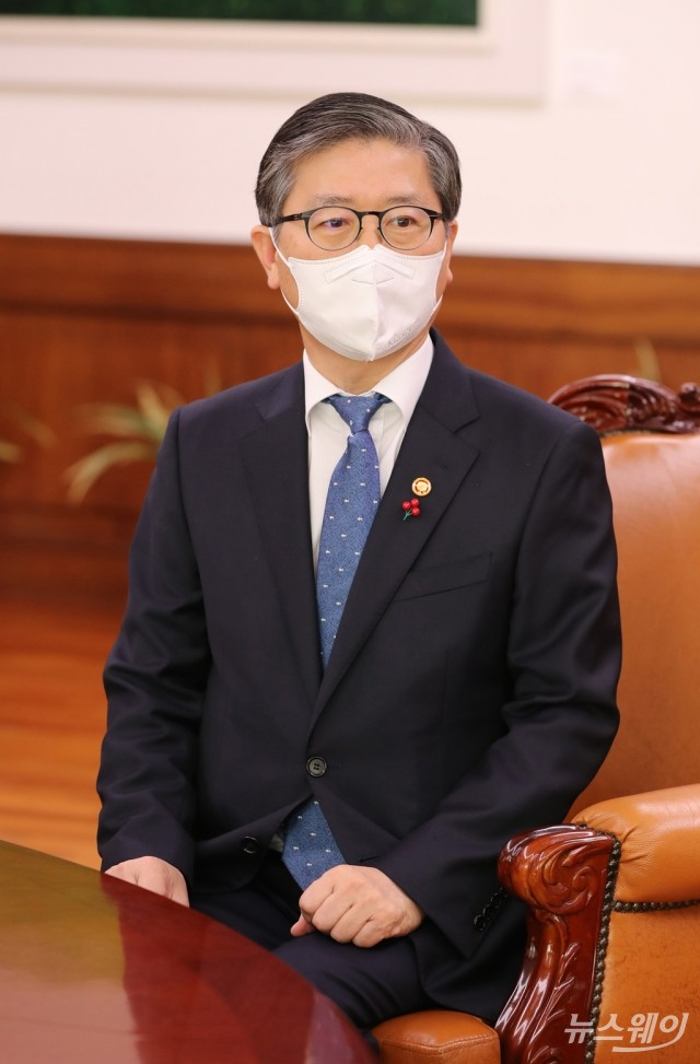 [NW포토]변창흠 국토교통부 장관, 박병석 국회의장 예방