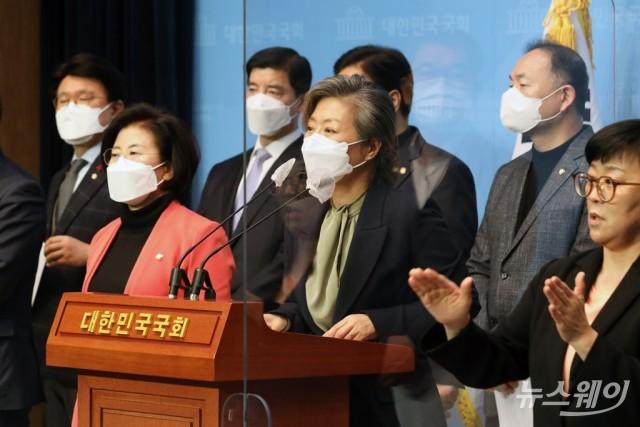 [NW포토]기자회견하는 양이원영 의원