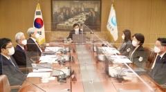 """한은, 기준금리 연 0.5% 동결…""""완화적 정책 기조 유지"""""""
