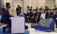문대통령 회견 '조작·왜곡 사진' 무차별 확산