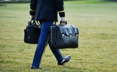 트럼프 전 대통령이 들고간 핵가방…이 가방은?