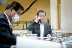 """문 대통령 """"시진핑 조기 방한 기대""""…한중 정상, 한반도 정세 긍정평가"""