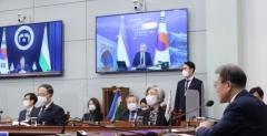 문 대통령,우즈벡 대통령과 정상회담…무역협정(STEP) 협상 개시 선언