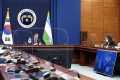 """문 대통령 """"우즈베키스탄, 가장 중요한 협력국""""…미르지요예프 대통령 """"韓, 전략적인 파트너 국가"""""""